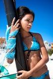 热带海滩的美丽的加勒比妇女 免版税库存照片