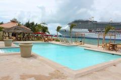 热带海滩的船 库存照片