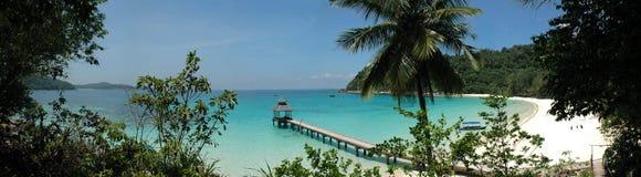 热带海滩的跳船 库存照片
