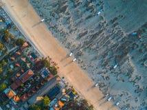 热带海滩的鸟瞰图 图库摄影