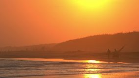 热带海滩美丽的景色在日落的 股票视频