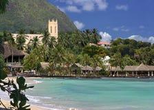 热带海滩胜地的海边 免版税库存照片
