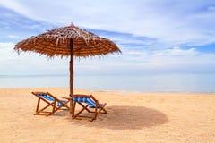 热带海滩风景在泰国 免版税库存照片