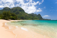 热带海滩haena夏威夷 免版税库存照片