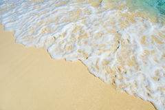 热带海的软的波浪沙滩的 库存照片