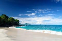 热带海滩。巴厘岛,印度尼西亚 免版税库存图片