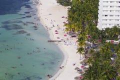 热带海滩在坎昆,墨西哥 免版税库存图片