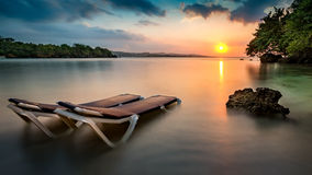 热带海滩在牙买加 免版税库存照片