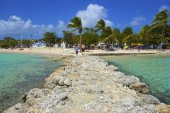 热带海滩在瓜德罗普,加勒比 免版税库存照片