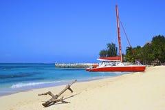热带海滩在蒙特哥贝,牙买加 免版税图库摄影