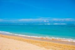 热带海滩在巴厘岛 印度尼西亚 库存照片
