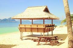 热带海滩小屋 免版税库存图片