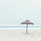 热带海滩小屋 免版税库存照片