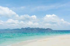 热带海滩清晰视界  免版税图库摄影