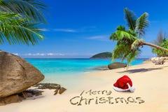从热带海滩的圣诞快乐 免版税图库摄影
