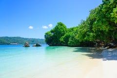 热带海滩的天堂 免版税图库摄影