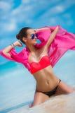 热带海滩的性感的含沙妇女 库存图片