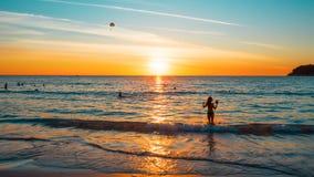 热带海滩的日落 图片长宽比是16:9 免版税库存图片