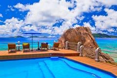热带海滩的池 免版税库存图片