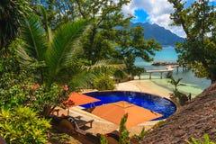 热带海滩的池 免版税图库摄影