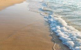 热带海滩的海运 免版税图库摄影