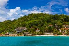 热带海滩的-拉迪格岛塞舌尔群岛旅馆 免版税图库摄影