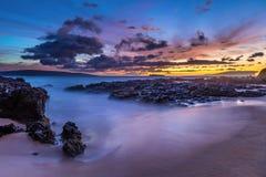 热带海滩的黄昏 免版税图库摄影