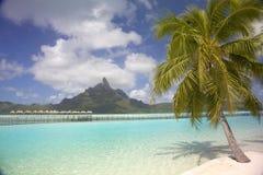 热带海滩&盐水湖,博拉博拉岛,法属玻里尼西亚 免版税库存图片