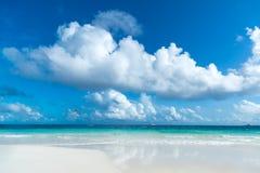 热带海滩美丽的海运 免版税库存图片