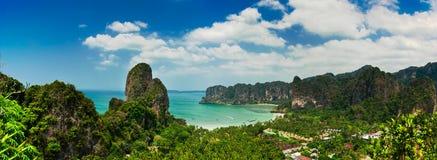 热带海滩风景全景。 泰国 库存照片