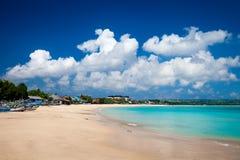 热带海滩Jimbaran晴天 巴厘岛印度尼西亚 免版税图库摄影