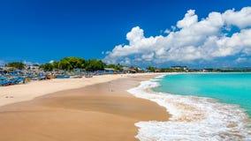 热带海滩Jimbaran晴天 巴厘岛印度尼西亚 免版税库存图片