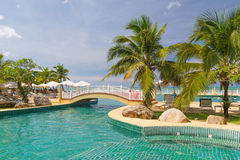 热带游泳池风景在泰国 免版税库存照片