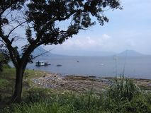 热带湖在Purwakarta,印度尼西亚 图库摄影
