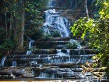 热带瀑布光束nationalpark墙纸 图库摄影