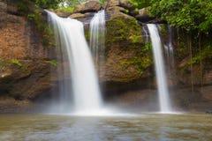 热带瀑布在深国家公园 免版税图库摄影