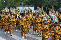 热带狂欢节的参加者2018年在巴黎,法国 4,000位舞蹈家和一十二个浮游物从在附近 免版税库存图片