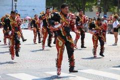 热带狂欢节的参加者2018年在巴黎,法国 4,000位舞蹈家和一十二个浮游物从在附近 库存照片