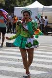 热带狂欢节的参加者2018年在巴黎,法国 来自世界各地4,000位舞蹈家和一十二个浮游物 免版税库存照片