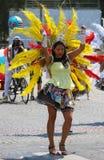 热带狂欢节的参加者2018年在巴黎,法国 来自世界各地4,000位舞蹈家和一十二个浮游物 库存照片