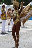 热带狂欢节的参加者2018年在巴黎,法国 来自世界各地4,000位舞蹈家和一十二个浮游物 免版税图库摄影