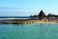 热带的沙坝滩 库存图片