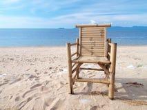 热带的海滩睡椅 库存图片