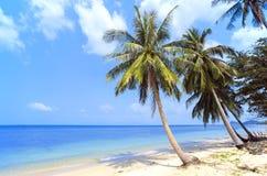 热带的海滩 泰国,酸值苏梅岛海岛 免版税库存照片