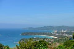 热带的海滩 从高观点的海岸线 Kata和Karon 免版税库存图片