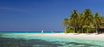 热带美好的海岛的全景 免版税库存照片