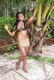 热带自然的印地安妇女 免版税库存图片