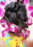 热带花梢女孩的发型 库存照片
