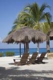热带草海滩小屋 图库摄影
