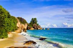 热带银海滩d塞舌尔群岛的来源 免版税库存图片